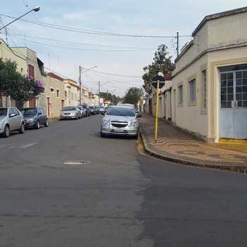Casa Comercial em Pirassununga, bairro Centro