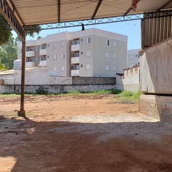 Prédio Comercial em Pirassununga, bairro Vila Urupês
