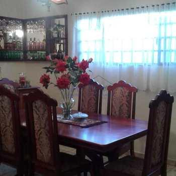 Casa em Pirassununga, bairro Jardim Santa Rita