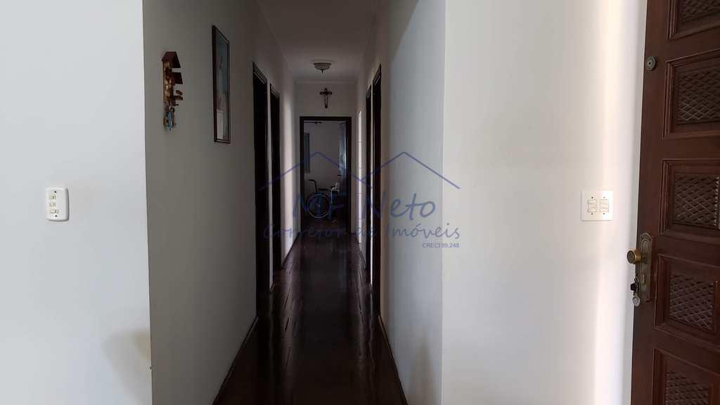 Casa em Pirassununga, no bairro Jardim Petrópolis