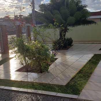 Casa em Pirassununga, bairro Jardim Petrópolis