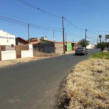 Terreno em Pirassununga, bairro Jardim Residence Rio Verde
