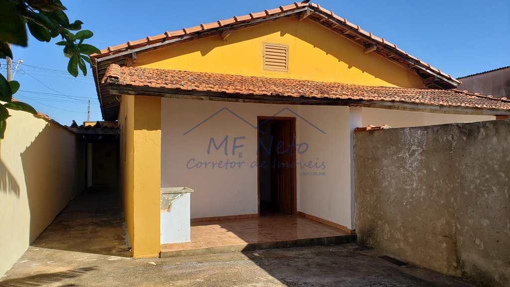 Casa em Pirassununga, no bairro Vila São Pedro