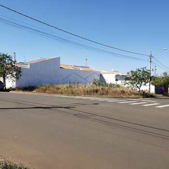 Terreno em Pirassununga, bairro Jardim Kanebo