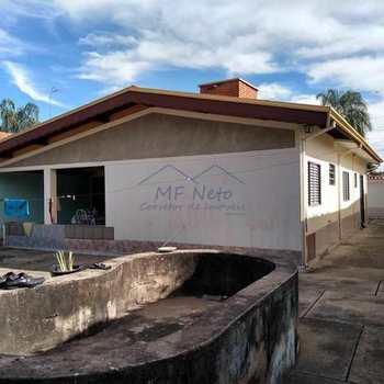 Casa em Pirassununga, bairro Vila Santa Fé