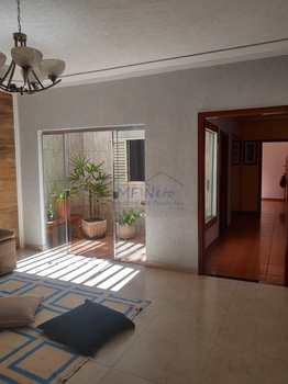 Casa, código 10131921 em Pirassununga, bairro Parque Clayton Malaman