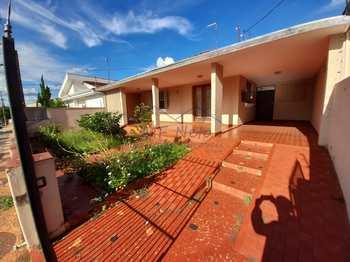 Casa, código 10131925 em Pirassununga, bairro Vila Pinheiro