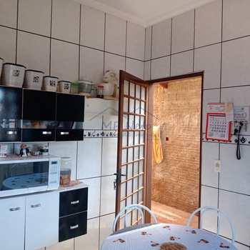Casa em Pirassununga, bairro Jardim Milenium