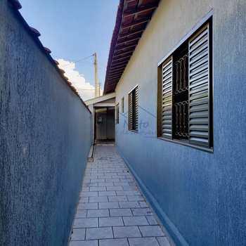 Casa em Pirassununga, bairro Vila Guilhermina