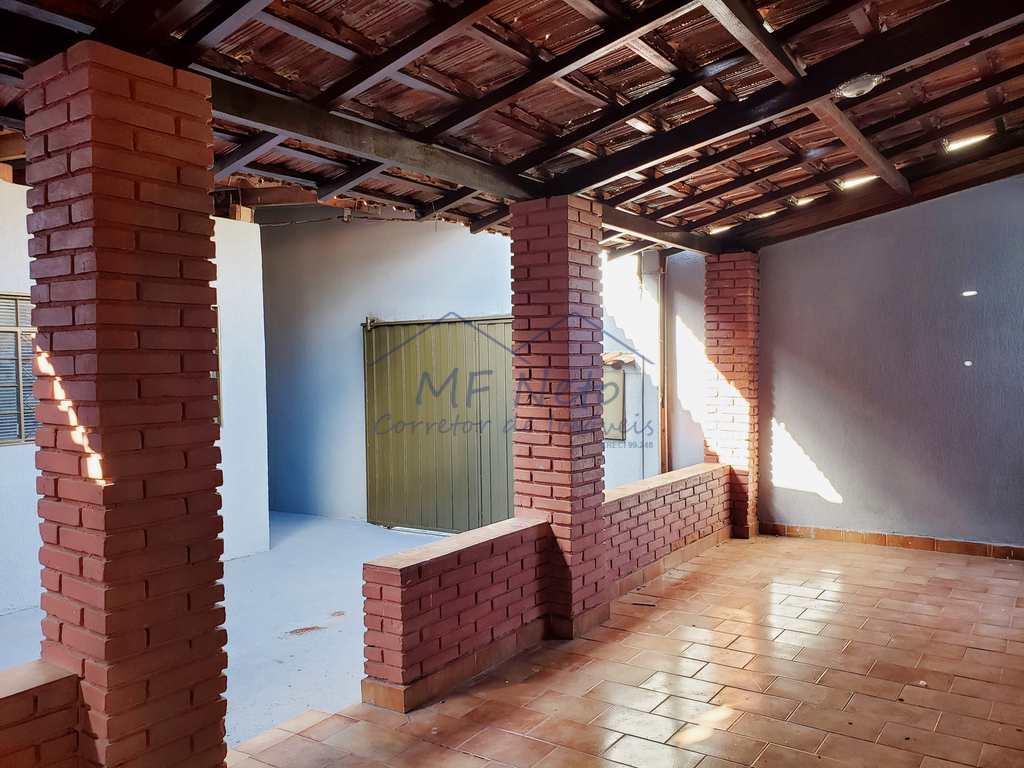 Casa em Pirassununga, no bairro Vila Guilhermina