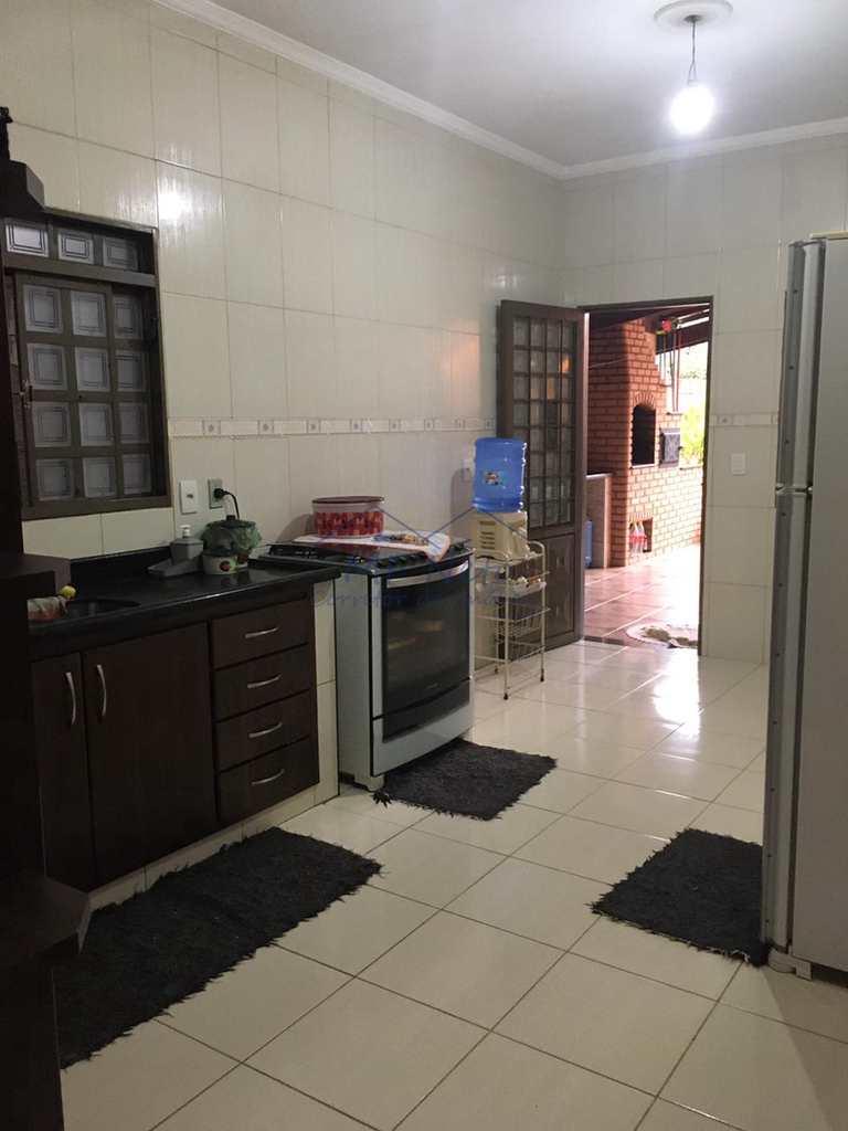 Casa em Pirassununga, no bairro Vila Santa Fé