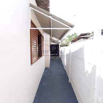 Casa em Pirassununga, bairro Vila Esperança