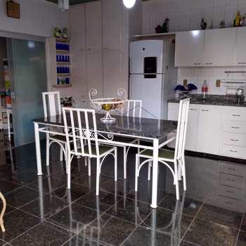 Casa em Pirassununga, bairro Jardim Roma