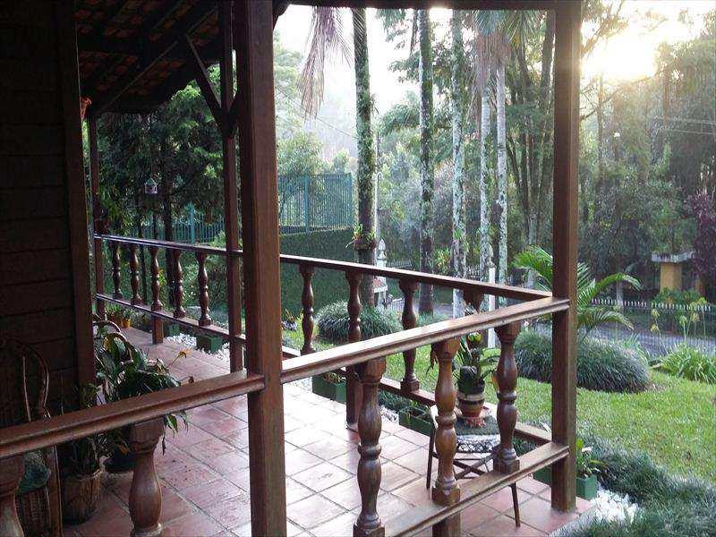 Casa em Embu das Artes, no bairro Bosque do Embu