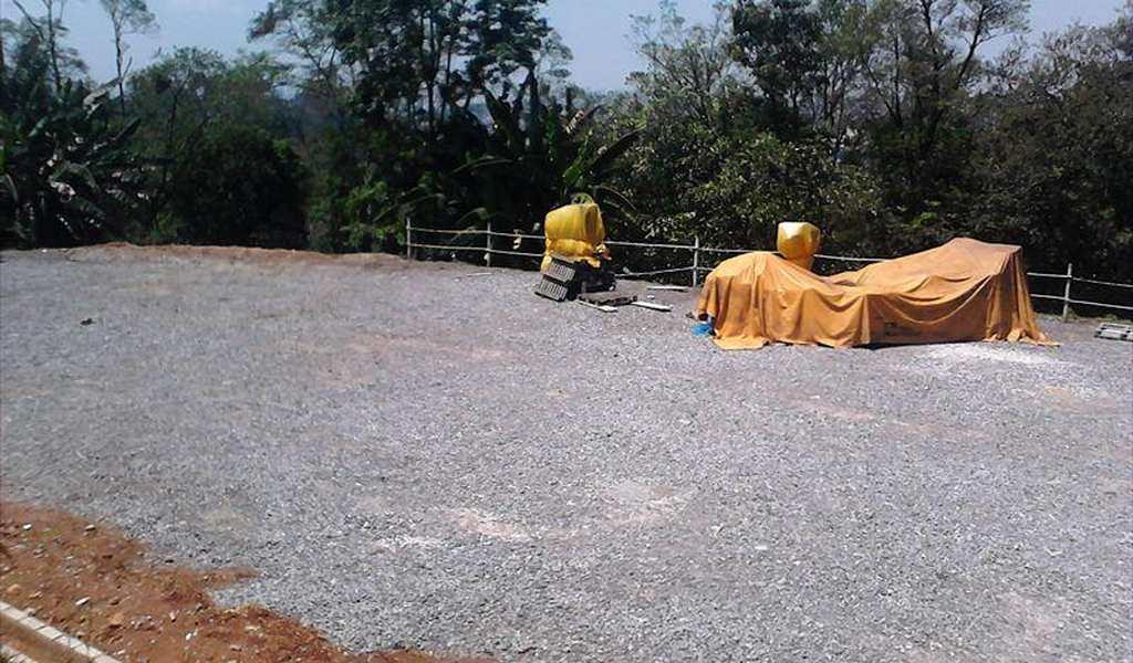 Terreno em Embu das Artes, bairro Vale do Sol