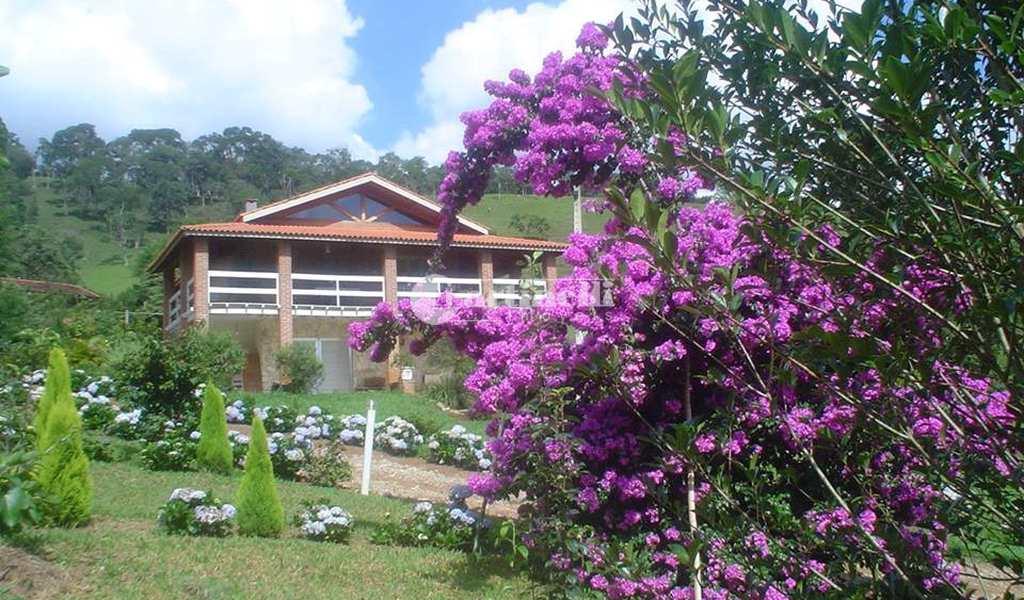 Casa em Santo Antônio do Pinhal, bairro 10 Km do Centro