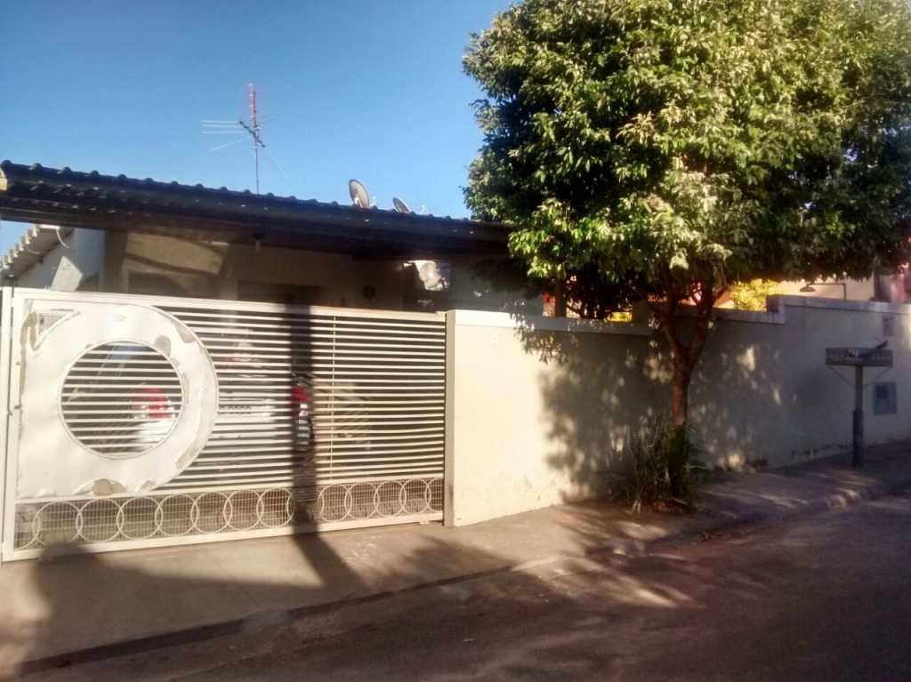 Casa em Jales, no bairro Chácaras Bandeirantes
