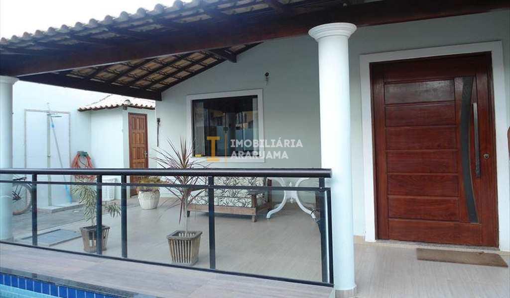 Casa em Araruama, bairro Praça da Bandeira