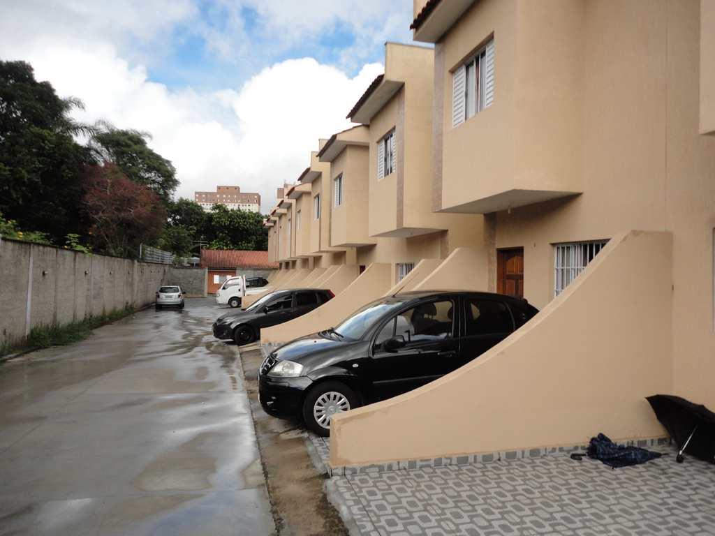 Sobrado em Poá, no bairro Vila Pereta
