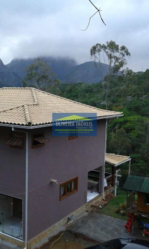 Casa em Petrópolis, no bairro Araras