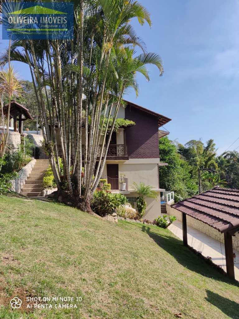Casa em Petrópolis, no bairro Castelanea