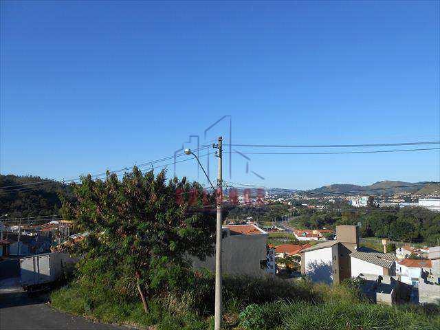 Casa em Amparo, bairro Jardim Silvestre IV