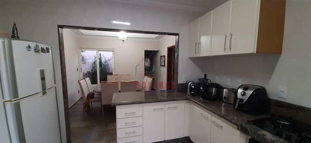 Casa em Amparo, no bairro Jardim Novo Amparo