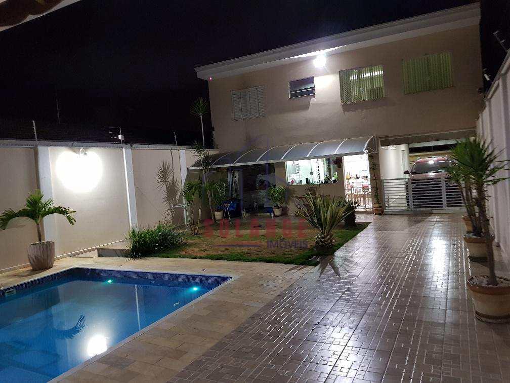 Casa em Amparo, no bairro Parque Rodrigues