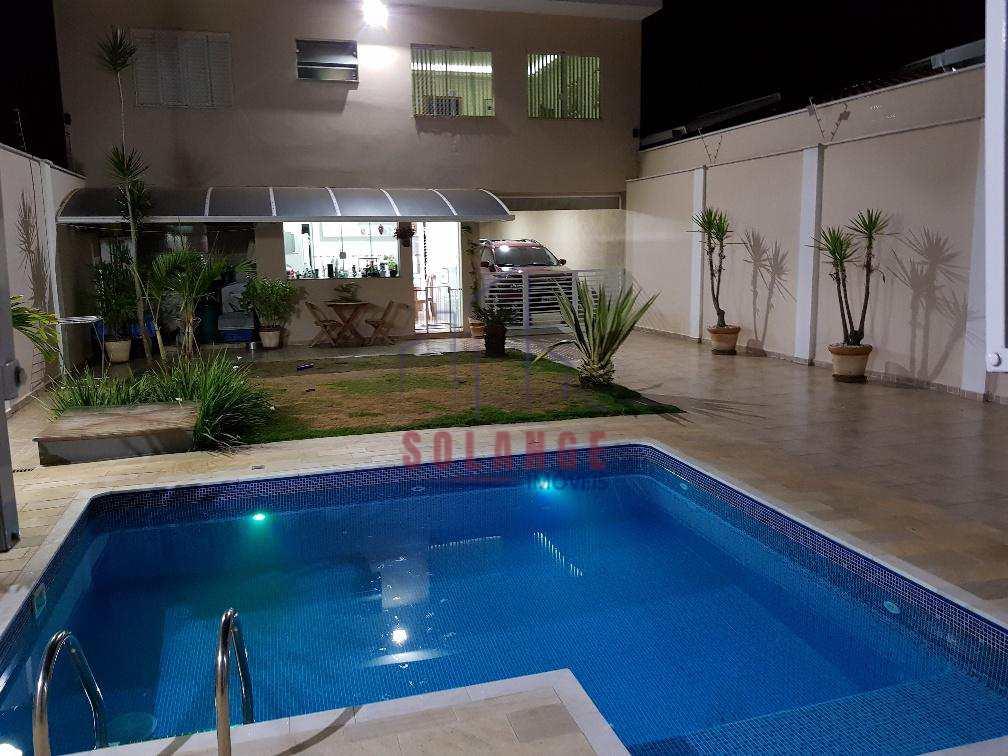 Casa em Amparo, bairro Parque Rodrigues