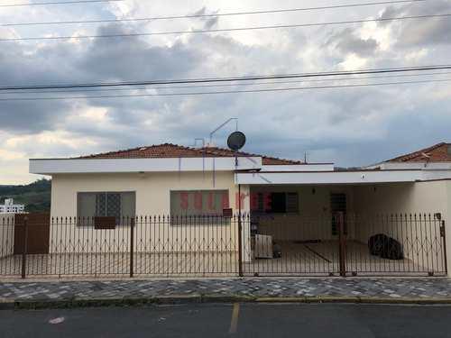 Casa, código 1900 em Amparo, bairro Jardim Brasil