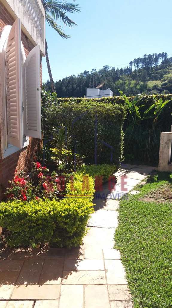 Casa em Serra Negra, no bairro Jardim Yara