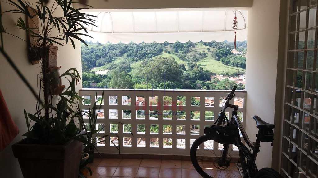 Casa em Amparo, no bairro Jardim São Roberto