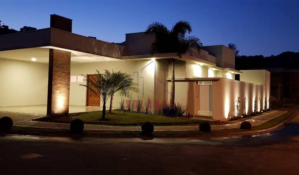 Casa de Condomínio em Amparo, bairro Jardim São Roberto
