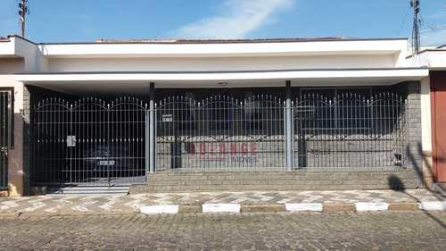 Casa, código 2152 em Amparo, bairro Centro
