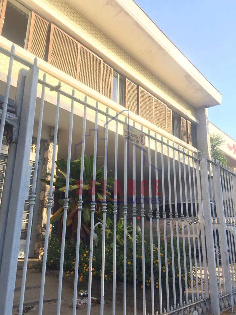Casa Comercial em Amparo, no bairro Centro