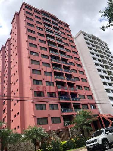 Apartamento, código 2230 em Amparo, bairro Centro