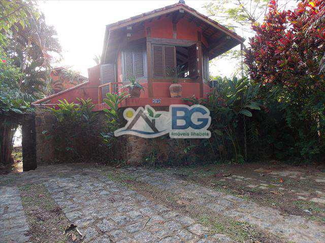 Casa em Ilhabela, bairro Feiticeira