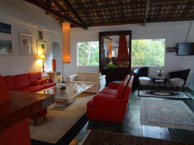Casa em Embu das Artes, no bairro Parque dos Caetes