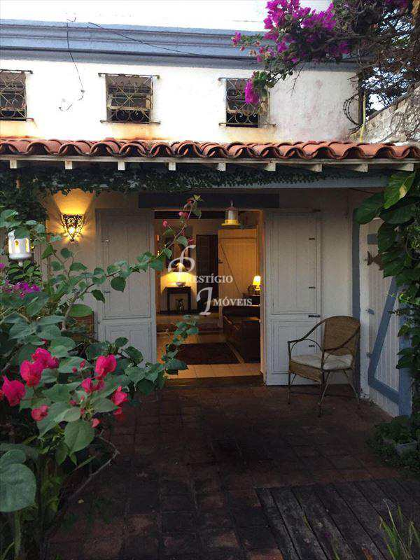 Casa em Olinda, no bairro Carmo