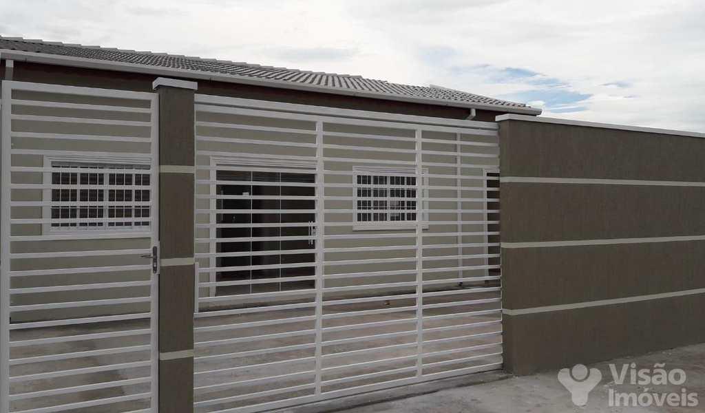 Casa em Pindamonhangaba, bairro Moreira César