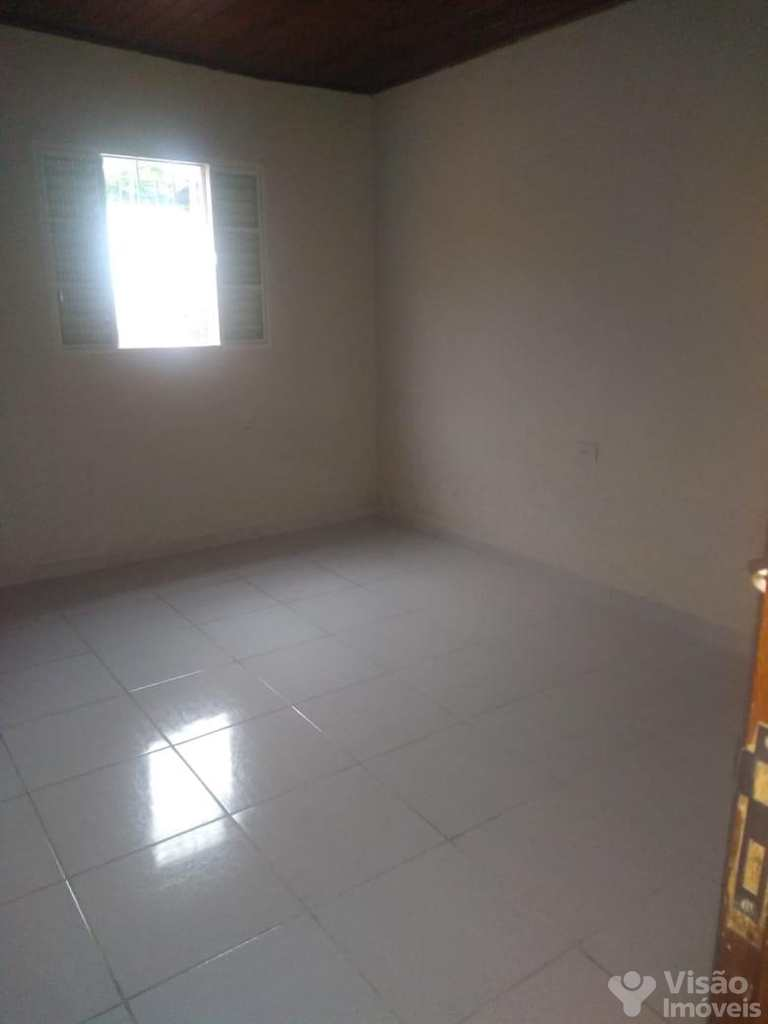 Casa em Pindamonhangaba, no bairro Triângulo