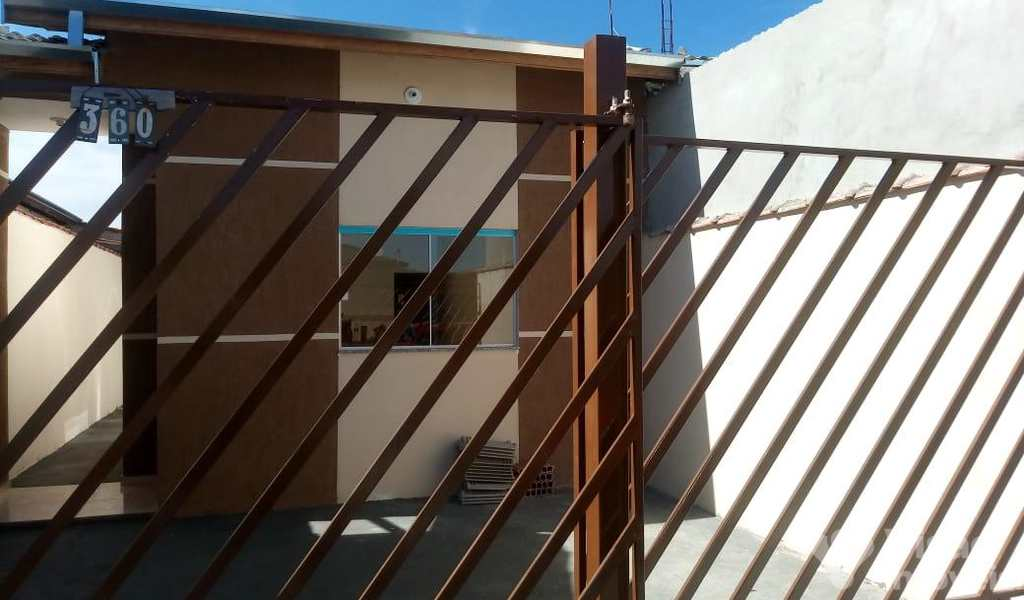 Casa em Pindamonhangaba, bairro Mantiqueira