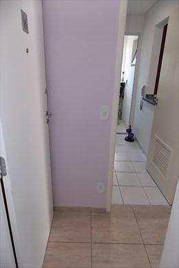 Apartamento, código 2013 em Santos, bairro Areia Branca