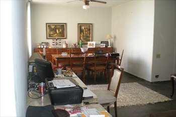 Apartamento, código 1052 em Santos, bairro Embaré