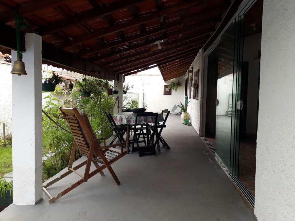 Casa em Peruíbe, bairro São José