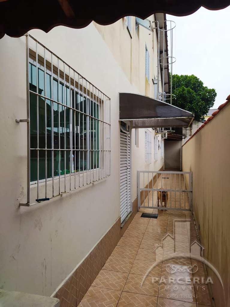 Casa em Cubatão, no bairro Jardim Casqueiro