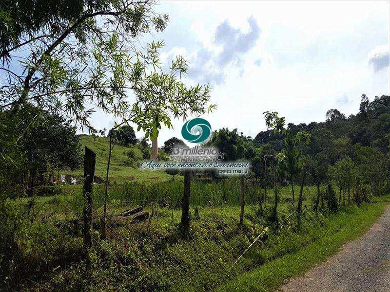Área em Cotia, no bairro Jardim Pioneira