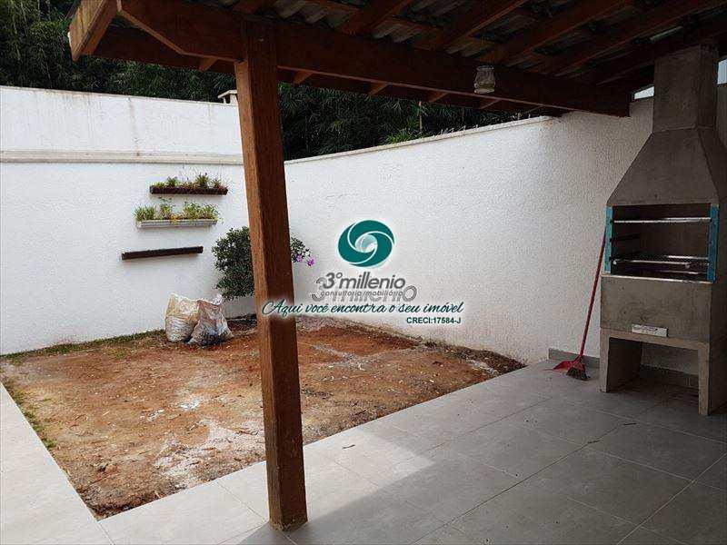 Sobrado de Condomínio em Cotia, bairro Jardim Maria Tereza