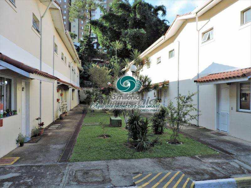 Sobrado de Condomínio em Cotia, no bairro Granja Viana