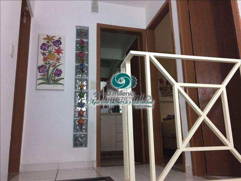 Casa de Condomínio em Cotia, bairro Jardim Barbacena